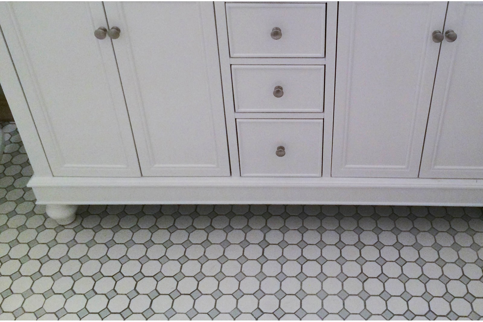 Diy octagon dot bathroom remodel dailygadgetfo Image collections